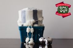 Make this Homemade Holiday Gift: Cloth Napkins HOMEMADE HOLIDAY GIFT IDEA EXCHANGE: PROJECT #17 | Apartment Therapy