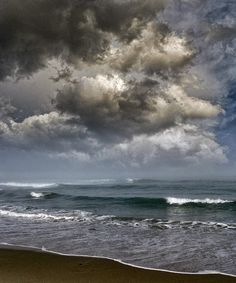 Storm brewing at sea - Photography Peter Holme III