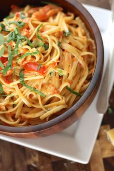 Creamy Roasted Red Pepper and Spinach Linguine && making this tonight! YUM!