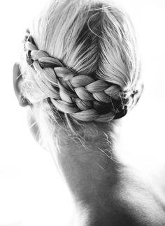 Baskets, Robe longue, Tresses... - Tendances de Mode