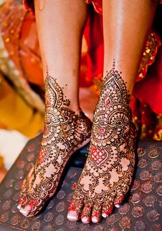 I am revealing yet another post of Mehndi designs for your interest. From the past few decades the longing for Mehndi has been increasing day by day. Simple and easy mehndi designs alwa… Mehndi Tattoo, Henna Tattoos, Leg Mehndi, Legs Mehndi Design, Eid Mehndi Designs, Beautiful Mehndi Design, Mehndi Art, Henna Tattoo Designs, Mehendi