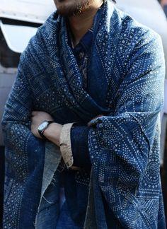 Indigo Shawl via Tommy Ton via The Shiny Squirrel Look Fashion, Mens Fashion, Fashion Design, Milan Fashion, Fashion Models, Mood Indigo, Indigo Dye, Tommy Ton, Inspiration Mode