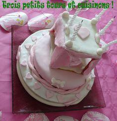 """gâteau d'anniversaire """"lit à baldaquin"""" de la Belle au bois dormant"""