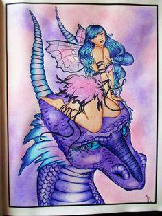 Selina Fenech a Fairy Companions Coloring Book - pastelky polychromos + křídy na pozadí