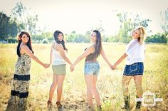 Photography poses seniors friend photos new ideas Friend Poses Photography, Girl Photography, Photography Ideas, Maternity Photography, Friendship Photoshoot, Best Friends Shoot, Friendship Photography, Sister Poses, Sister Pictures
