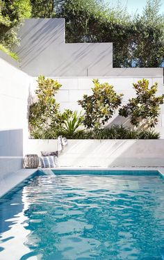Swimming Pool Design - Something is missing when you own a big house without having a nice swimming pool at the backyard. It feels great to dive in your own pool. Small Backyard Design, Small Backyard Pools, Backyard Pool Designs, Small Pools, Outdoor Pool, Outdoor Areas, Swimming Pool Landscaping, Swimming Pool Designs, Modern Landscaping