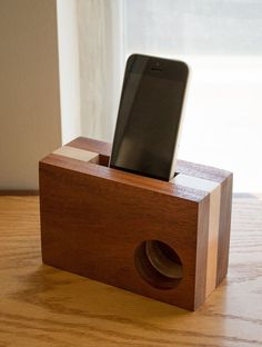 This iPhone sound amplifier enhances the audio playing from your phone without the use of any electronics or batteries. Mobile Accessories, Desk Accessories, Wood Projects, Woodworking Projects, Portable Iphone, Ipod, Mobile Speaker, Wooden Speakers, Iphone Stand