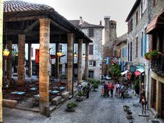 Marktplein van Tol Emac (Cordes-Sur-Ciel, France)