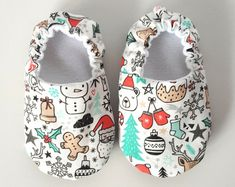 Baby Shoes Baby Moccasins Childrens Indoor Shoes by weepereas Cute Baby Shoes, Baby Boy Shoes, Baby Booties, Baby Shoes Pattern, Shoe Pattern, Sewing For Kids, Baby Sewing, Diy Bebe, Baby Clothes Patterns