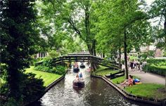 Giethoorn: The Enchanting Town Without Streets