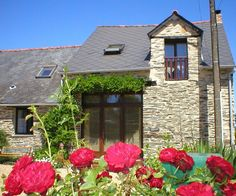 Beautifully Converted Wisteria Barn in Rural Hamlet. Wisteria Barn is a recently converted stone barn offering charming accommodation. Located in a rural hamlet surrounded by beautiful countryside just 1 km from the local village of Masserac.#Brittany #holiday #property #barn #rural #countryside #town #activities #biking #cycling #enjoy