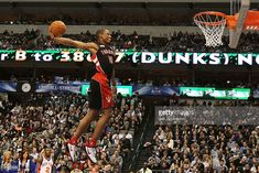 demar-derozan-of-the-toronto-raptors-goes-up-for-a-dunk-during-the-picture-id96675638 (1024×683)