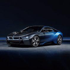 Con BMW Roma il futuro è già realtà. Vi aspettiamo domani, 26 Gennaio, presso il nuovo Showroom di Via Barberini 94, per scoprire insieme l'intera gamma del settore elettrico e tutte le novità del nostro Urban Store.
