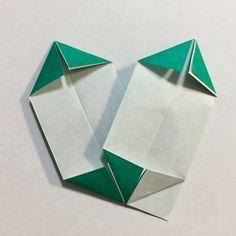 幼児とクリスマス折り紙 簡単で華やかなポインセチアの作り方 Poinsettia, Coasters, Cards, Origami Diagrams, Coaster, Maps, Playing Cards