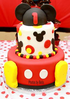 Mickey Mouse Birthday Party | Mickey Mouse Cake! Yes! Have to think about this for Hailey but somehow make it a Minnie!