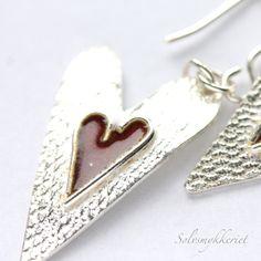 Røde emaljerte hjerte ørdepynt - dinbod.no Tie Clip, Heart Ring, Rings, Accessories, Jewelry, Jewlery, Bijoux, Jewerly, Heart Rings
