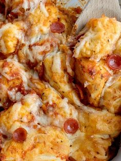Pizza Casserole made with fluffy biscuits, pizza sauce, mini pepperoni, seasonings, and cheese! So easy to make and ready for dinner in just 30 minutes. Pizza Casserole, Casserole Recipes, Bubble Up Pizza, Easy Dinner Recipes, Easy Meals, Biscuit Pizza, Fluffy Biscuits, Cook Up A Storm, Makati