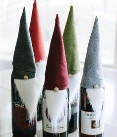 Weinflaschen mit Filzhut und Bart aus Baumwolle