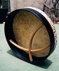 LOVE the crossbars! Just now learning this awesome Irish instrument. Bodhran - Warren Casey Drum Co. Sound Of Music, Music Is Life, Irish Musical Instruments, Irish Drum, Frame Drum, Irish Culture, Celtic Music, Medicine Wheel, Irish Traditions