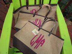 Stenciled Monogrammed Bags (bags from Hobby Lobby) craft-ideas Burlap Bags, Burlap Fabric, Jute Bags, Vinyl Crafts, Fun Crafts, Craft Gifts, Diy Gifts, Cute Bridesmaids Gifts, Hobby Lobby Crafts