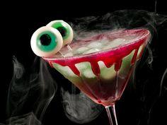 ¡Seguimos con nuestras recetas de Halloween! Si te gustó nuestro zumo de naranjas con moras terroríficas, no puedes perderte nuestro cóctel de brujas espec. #Halloween #coctel