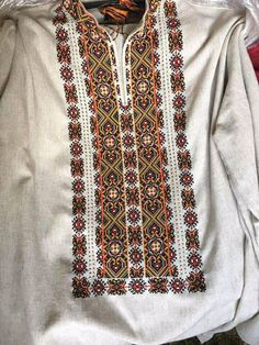 Ukrainian mans shirt, so lovely. Folk Embroidery, Embroidery Patterns, Cross Stitch Patterns, Short Kurti Designs, Russian Fashion, Folk Costume, Embroidery Techniques, Filet Crochet, Blouse Designs