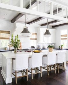 To improve the interior of your home, you may want to consider doing a kitchen remodeling project. This is the room in your home where the family tends to spend the most time together. If you have not upgraded your kitchen since you purchased the home,. Küchen Design, Home Design, Layout Design, Design Ideas, Inspiration Design, New Kitchen, Kitchen Dining, Kitchen Decor, Kitchen Ideas