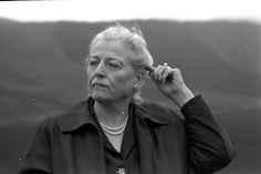 """Pearl Buck during a visit to Japan in 1960. (Asahi Shimbun file photo)/ U.S. novelist Pearl Buck (1892-1973) won the Nobel Prize in Literature in 1938 for """"The Good Earth,"""" which was set in China."""