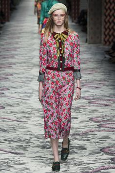 Gucci Spring 2016 Ready-to-Wear Fashion Show - Rianne van Rompaey