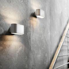 Fiora 16 W1 væglamper ved trappe
