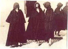 Usos e costumes de olhão - Biocos Algarve, Folk Costume, Costumes, Vintage Images, Regional, Portuguese, Counting, Singing, Women's Fashion