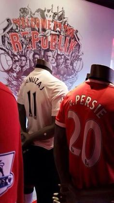 Official: Adnan Januzaj is the new number 11. Shirts are being sold in the official megastore.♥