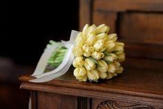 Wunderschöner Brautstrauß mit Tulpen in Gelb.