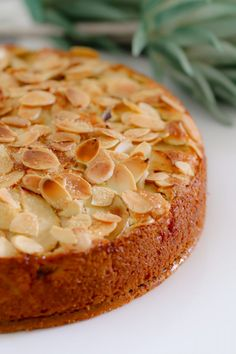If you re looking for an easy apple cake recipe look no further This one is a classic butter cake layered with apple slices and topped with flaked almonds YUM Easy Apple Cake, Apple Cake Recipes, Easy Cake Recipes, Sweet Recipes, Baking Recipes, Apple Cakes, Carrot Cakes, Cooking Apple Recipes, Apple And Almond Cake