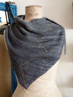 I love the interplay of stockinette and garter stitch, such simple knitting, with a gorgeous result!
