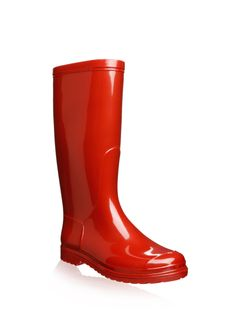 Nothing better than red, rubber boots. Eloise has a pair, of course
