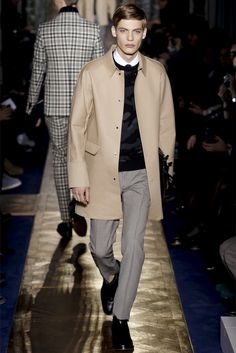 Sfilata Valentino Milano Moda Uomo Autunno Inverno 2013-14 - Vogue