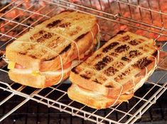 7 braai bread recipes that will get you all fired up - Brood en beskuit - Blakely Rollins Braai Recipes, Cooking Recipes, What's Cooking, Fish Recipes, Ma Baker, Kos, Camping Dishes, South African Recipes, Love Food
