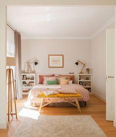 Inspiração para quarto de casal neutro, com pontos de cor!