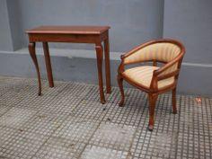 Mesa de arrime y sillön Reina Ana   Aprigliano muebles