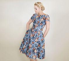 C.E.L.E.S.T.E lowcut back dress von Femkit auf Etsy, €89.95