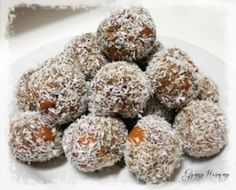 Holistic nutritionist Natalie Brady shows us how to create healthy bliss balls from scratch. This recipe is nut, dairy, gluten and refined sugar-free - making it perfect for just about everyone! Mango Curd, Quinoa Breakfast Bowl, Roasted Chicken And Potatoes, Pork Fillet, Healthy Family Dinners, Roast Chicken Recipes, Salmon Dishes, Bliss Balls, Gourmet Desserts