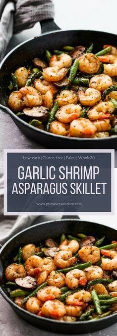 Shrimp Asparagus Skillet - Primavera Kitchen Super easy Garlic Shrimp Asparagus Skillet recipe that is low-carb, gluten-free, and paleo friendly! Super easy Garlic Shrimp Asparagus Skillet recipe that is low-carb, gluten-free, and paleo friendly! Fish Recipes, Seafood Recipes, Paleo Recipes, Low Carb Recipes, Dinner Recipes, Cooking Recipes, Skillet Recipes, Skillet Food, Salads