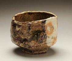 Koie Ryoji Teabowl with oribe glaze 1992 Glazed stoneware 4 x 5 x 4 in. Pots, Chawan, Tea Bowls, Tea Ceremony, Wabi Sabi, Interesting Stuff, Stoneware, Glaze, Im Not Perfect