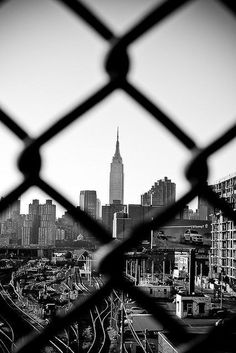 Empire jailed - The Best Photos and Videos of New York City including the Statue of Liberty, Brooklyn Bridge, Central Park, Empire State Building, Chrysler Building and other popular New York places and attractions. Black And White Photo Wall, Black And White City, Black And White Aesthetic, Black And White Pictures, Black And White Photography, Monochrome Photography, White Art, Contrast Photography, Black Art