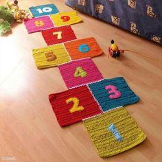 6. ¡Rayuela de crochet terminada! Diy, Knit Crochet, Kids Rugs, Knitting, Decor, Gifs, Home, Hopscotch, Objects