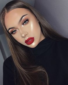 Smokey Eyes with Red lips are a classic Makeup trend of Be glamorous and stylish with this unique makeup. Read Smokey Eyes ideas with Red Lips here. Red Lip Makeup, Full Face Makeup, Glam Makeup, Beauty Makeup, Hair Makeup, Women's Beauty, Dramatic Makeup, Makeup Trends, Makeup Inspo