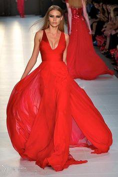 Simple Red Evening Gown Sexy V-neck Sleeveless Chiffon Long Prom Dresses Pleated Custom Made Vestido De Festa Bridesmaid Dresses Cheap