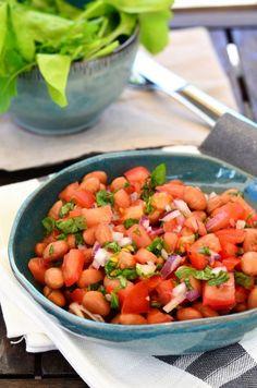 Paradicsomos-bazsalikomos babsaláta recept Salsa, Mexican, Pastel, Ceramics, Baking, Ethnic Recipes, Food, Ceramica, Cake