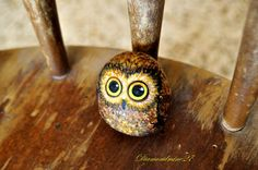 Charming little owl Rock painting  Acrylic Sea Stone by Newstar27, €55.00